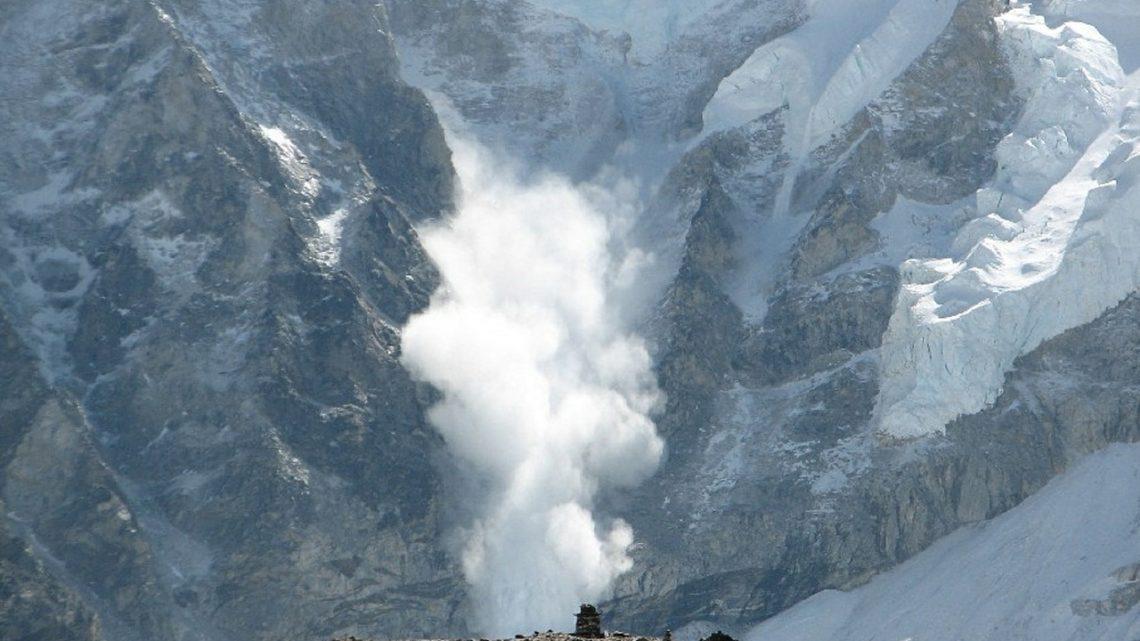 Lawinengefahr in den Alpen  – Die Sprengmeister im Hubschrauber